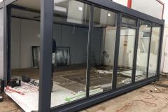 Okna PVC w kontenerach biurowych
